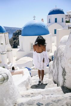 Beautiful views, cobbled steps and blue tones in Santorini.