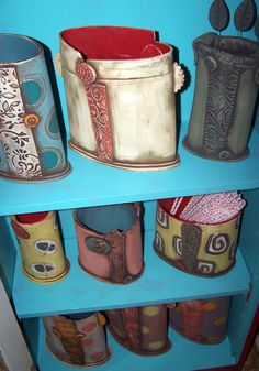 Slab pots with texture. Love making things out of clay. Pottery is awesome. Might be future hobbies who knew. Hand Built Pottery, Slab Pottery, Pottery Vase, Ceramic Pottery, Ceramic Techniques, Pottery Techniques, Ceramics Projects, Clay Projects, Ceramics Ideas