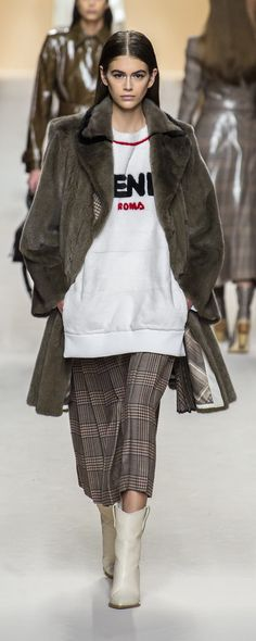 Fendi Fall-winter 2018-2019 - Ready-to-Wear - http://www.orientpalms.com/Fendi-7139 - ©ImaxTree
