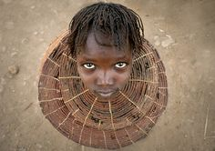 Pokot girl with the traditional necklace - Kenya_Eric Lafforgue Beautiful Children, Beautiful People, Beautiful Pictures, Pretty People, Vanitas, We Are The World, People Around The World, Kenya, Eric Lafforgue