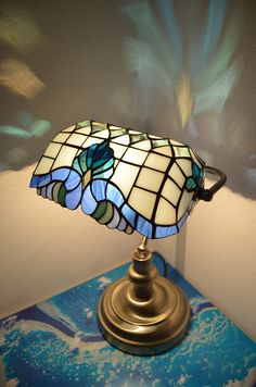 Tiffany Stained Glass Lamp Shades, Stained Glass Mirror, Stained Glass Rose, Stained Glass Paint, Glass Wall Art, Stained Glass Projects, Stained Glass Patterns, Leaded Glass, Lampe 3d