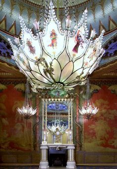 The delicate central waterlily chandelier.  Royal Pavilion Brighton.