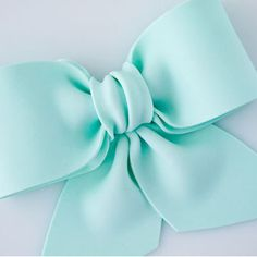 Share Tweet +1 Pin Tumblr Email Reddit SMS Facebook Messenger Gum paste bows are essential when making gift box cakes, but they look also pretty as a top or side decoration on other types of cakes. By using textured rolling pins, embossing tools, shimmer or lustre dusts. Can you make different looks for your gum …