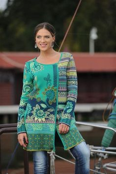 Like to translate this to crochet Folk Fashion, Knit Fashion, Fair Isle Knitting, Hand Knitting, Coat Patterns, Knitting Patterns, Crochet Patterns, Crochet Cardigan, Knit Crochet
