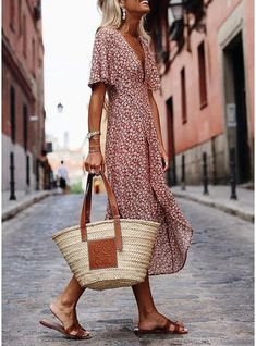 Dresses Fashion Deep V-Neck Print Short-Sleeved Casual Maxi Dress, so elegant and suitable for summer. SHOP NOW! Looks Chic, Looks Style, Trend Fashion, Womens Fashion, Club Fashion, Fashion Hacks, Classy Fashion, Bohemian Fashion, 1950s Fashion