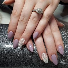 24 Pale Almond with Lace Effect