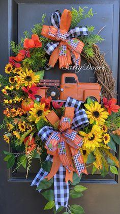 Thanksgiving Wreaths, Autumn Wreaths, Holiday Wreaths, Wreath Crafts, Diy Wreath, Wreath Ideas, Fall Door Decorations, Deco Wreaths, Flower Garlands