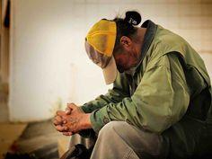 ONU: La pandémie pourrait pousser vers la faim jusqu'au 132 millions de personnes Homeless Bags, Homeless People, Homeless Shelters, Blessing Bags, Service Projects, Service Ideas, Helping The Homeless, Rich People, Helping Others