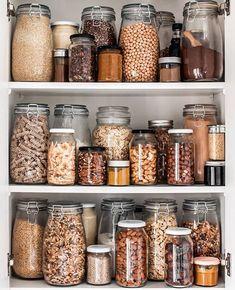 Kitchen Organization Pantry, Home Organisation, Kitchen Shelves, Kitchen Pantry, Kitchen Storage, Organization Ideas, Storage Ideas, Organized Kitchen, Diy Kitchen