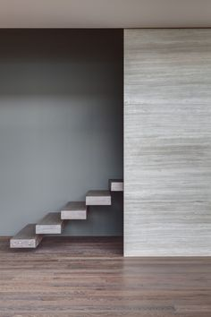Travertine staircase and wall inside the Apartment P1 by MAP/MX.