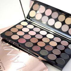 Die wunderhübsche Flawless Palette von Makeup Revolution ❤ ❤ ❤ #makeuprevolution #kosmetik4less #flawless #eyeshadow