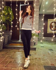 Our pretty Maya Ali is all smiles in casual within her world of happiness ⭐️🎊 😍🤩💯.Our pretty Maya Ali is all smiles in casual within her world of happiness ⭐️🎊 😍🤩💯 . Stylish Photo Pose, Stylish Girls Photos, Stylish Girl Pic, Girls Fashion Clothes, Teen Fashion Outfits, Girl Fashion, Girl Photo Poses, Girl Poses, Teen Photography Poses
