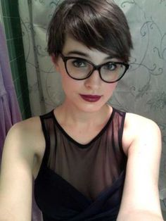 Short hair pixie cut hairstyle with glasses ideas 30