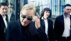 Un cover de un tema de New Order para una película con Charlize Theron