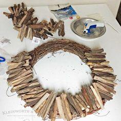 A simple Driftwood Wreath is a great way to bring a little coastal decor into yo. - A simple Driftwood Wreath is a great way to bring a little coastal decor into your home. My quick t - Driftwood Wreath, Driftwood Projects, Driftwood Art, Coastal Wreath, Coastal Decor, Modern Coastal, Coastal Homes, Nautical Wreath, Coastal Interior