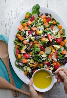 Strawberry Papaya Salad by tasteloveandnourish: The sweetness of fresh fruit is balanced with the tanginess of the lemon vinaigrette and blue cheese.  #Salad #Strawberry #Papaya