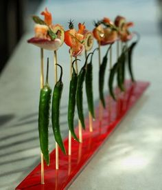 food presentation gourmet customized rectangular red glass skewer holder presentation for shrimp canape presentation or kebab fingerfood presentation plate glass studio Plate Presentation, Snacks Für Party, Food Decoration, Appetisers, Skewer Appetizers, Mini Foods, Food Plating, Plating Ideas, Skewers