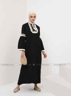 The perfect addition to any Muslimah outfit, shop Benin's stylish Muslim fashion Black - Crew neck - Unlined - Cotton - Dress. Abaya Fashion, Dubai Fashion, Modest Fashion, Modest Dresses, Modest Outfits, Dress Outfits, Modern Abaya, Moslem Fashion, Hijab Fashion Inspiration