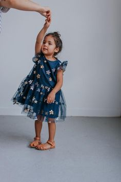 Fall girls fashion for parties and back to school! Fall dresses for girls that are PERFECT for school and play :) Make sure your girls is styling this year with these must have girls dresses Little Girl Dresses, Little Girls, Girls Dresses, Flower Girl Dresses, Girls Fall Fashion, Baby Girl Fashion, Fashion Ideas, Women's Fashion, India Fashion