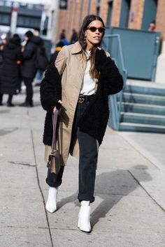 Street Style im Herbst-Winter New York Fashion Week Stiefel … - Uber Mode Fashion Gone Rouge, Fashion Mode, Boho Fashion, Winter Fashion, Fashion Outfits, Fashion Trends, Net Fashion, Ny Fashion Week 2017, Fashion Tag