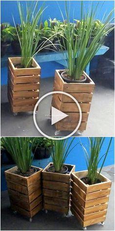 Log Planter, Wood Pallet Planters, Winter Planter, Tiered Planter, Diy Planter Box, Herb Planters, Indoor Planters, Fence Planters, Planter Ideas