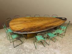Grote unieke zwaardtafel als vergadertafel, stamtafel voor horeca, of voor grootbehuisden van oud eiken zijzwaarden, ook geschikt voor buiten