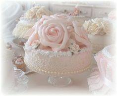 * Brocante sier taart met grote rozen