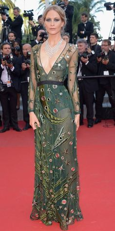 The Best of the 2015 Cannes Film Festival Red Carpet - Poppy Delevingne from in a Burberry mirrored dress and Chopard jewels. Poppy Delevingne, Red Carpet Gowns, Red Carpet Event, Celebrity Look, Celebrity Dresses, Fashion Week, Star Fashion, Tokyo Fashion, Bijoux Chopard