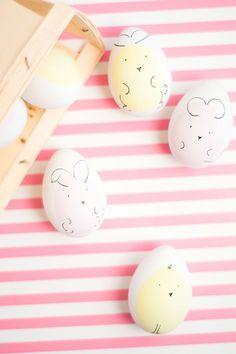 Easter Egg Designs - DIY Ideas for decorating Easter Eggs Hoppy Easter, Easter Bunny, Easter Eggs, Easter Chick, Bugs Bunny, Easter Egg Designs, Easter Celebration, Egg Decorating, Easter Baskets