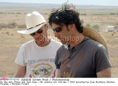 On the set, Ethan and Joel Coen / No country for old men / 2007 directed by Coen Brothers [Richar Foreman / Miramax Films]r