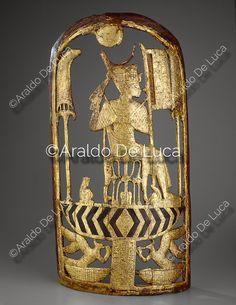 """""""© Araldo De Luca. Il Re è su un trono e nello spazio tra le gambe è collocato il simbolo araldico dell'unione dell'Alto e Basso Egitto. Indossa un abito cerimoniale con mantello e ampio collare, tra le mani regge lo scettro e il flagello. - Info: http://www.araldodeluca.com/root/archivio/scheda.asp?img=22344"""" link to ^**^ jim morrison, the doors and (...) ^**^"""