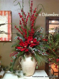 Excellent Pic christmas arrangements Ideas 'Tis that will holiday again! This kind of Christmas time, most people plan to be more than simply your ticketing par Christmas Flower Arrangements, Christmas Flowers, Christmas Porch, Rustic Christmas, Christmas Holidays, Christmas Wreaths, Christmas Vases, Silk Arrangements, Diy Christmas Floral Arrangements