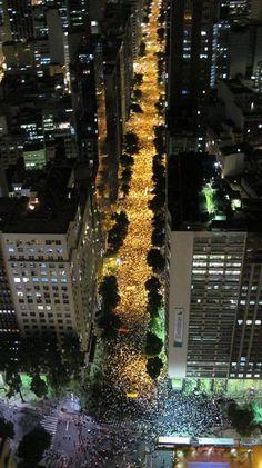Parabens, RIo! Mais de 100000 nas ruas!  GREAT, Rio!   more than 100000 on the streets!