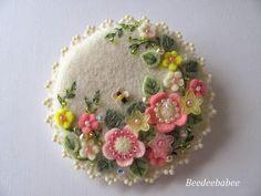 Beedeebabee/Paulette: round springtime pin