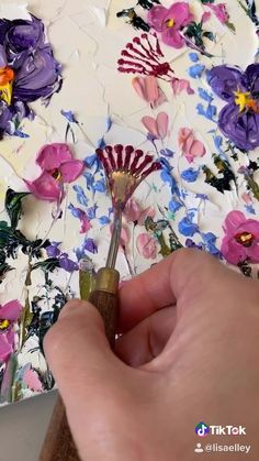 Learn to paint with a palette knife Art school with Lisa Elley Art Painting Tools, Canvas Painting Tutorials, Sculpture Painting, Diy Canvas Art, Painting With Oils, Art Painting Flowers, Painting Flowers Tutorial, Lilac Painting, Abstract Painting Techniques