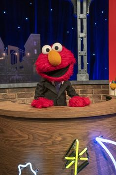 Sesame Street's favorite fuzzy red muppet is getting his own bedtime-themed show for kids: The Not-Too-Late Show With Elmo! Dan & Shay, John Mulaney, Jonas Brothers, Jimmy Fallon, Elmo, Night Time, Bedtime, Parenting Hacks, Games To Play