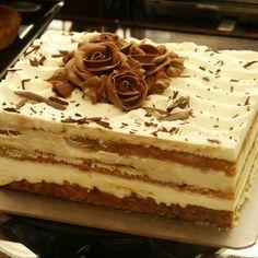 Tiramisu a popular coffee-flavored italian dessert. Italian Desserts, Köstliche Desserts, Delicious Desserts, Yummy Food, Italian Tiramisu, Wedding Desserts, How To Make Tiramisu, Homemade Tiramisu, Food Cakes
