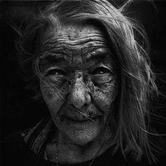 Resultados da Pesquisa de imagens do Google para http://www.inspiramais.com.br/blog/wp-content/uploads/2012/05/homeless-black-and-white-portraits-lee-jeffries-37.jpg