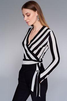 Blusa p Santa ceia Casual Elegance, Casual Chic, Casual Wear, Casual Dresses, Fashion Dresses, Blouse Styles, Blouse Designs, Fashion Mode, Womens Fashion