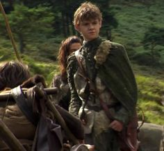 Jojen Reed: He is the eldest son & heir of Lord Howland Reed of Greywater Watch & the younger brother of Meera Reed.  He has greensight, the power of prophetic green dreams.  In his childhood Jojen nearly died of greywater fever. While he was near death, he was visited by a three-eyed crow that gave him the gift of greensight, causing him to have the dreams (S3, S4)