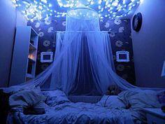 Необычная комната, уют, синяя подсветка, кровать, белый балдахин, интерьер, идеи, комната для девочки