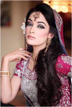 100 Most Beautiful Indian Bridal Makeup Looks - Dulhan Images Bridal Makeup Looks, Bride Makeup, Wedding Hair And Makeup, Bridal Looks, Indian Bridal Makeup, Asian Bridal, Pakistani Bridal Hairstyles, Wedding Hairstyles, Long Hairstyles