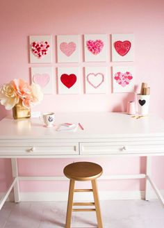DIY Heart canvas Valentine's Day decor. Crafts idea as a gift for Valentines Day for the home. Get the tutorial
