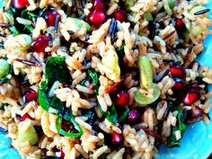 Christmas Rice - Wild Rice with fresh Spinach and Pomegranates Vegan Vegetarian, Vegetarian Recipes, Best Side Dishes, Holiday Recipes, Holiday Meals, Winter Recipes, Christmas Recipes, Thanksgiving Menu, Wild Rice