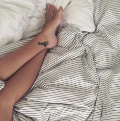small giraffe tattoo on her ankle #ink #Youqueen #girly #tattoos #giraffe @youqueen