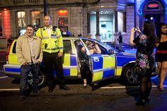 maciej_dakowicz_cardiff_after_dark_night_police_policeman_car