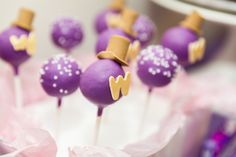 Idea: wonka cake pops  Cake pops at a Willy Wonka Party #willywonka #party