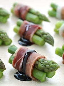 Asparagus and Prosciutto Bites with Reduced Balsamic this would be great with Crescenza cheese!