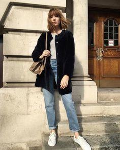 แมทช์เสื้อตัวใน กับเสื้อคาร์ดิแกนสีดำ Hello Winter, What To Wear, Normcore, The Incredibles, Womens Fashion, Instagram Posts, Casual, Clothes, Street Styles