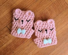 Fingerless gloves are my go-to. I even wear them in the office because my hands are always freezing! These cute bear ones are adorbs!